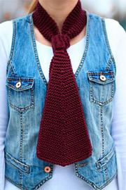 Элегантный вязанный галстук.
